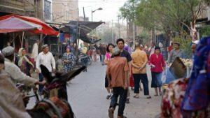 Una escena callejera del pueblo uigur en Kashgar, China.