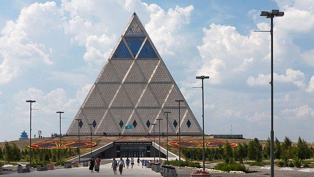 La Pirámide de la Paz en Astaná