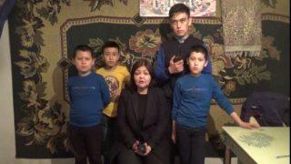 """""""Huérfanos del PCCh"""" en Kazajistán: ¡Queremos que nuestros padres regresen!"""