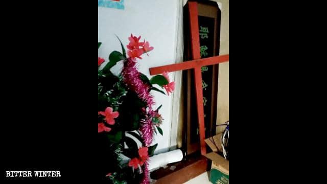 la cruz cristiana fue eliminada