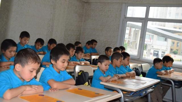 Niños uigures, la mayoría de ellos huérfanos