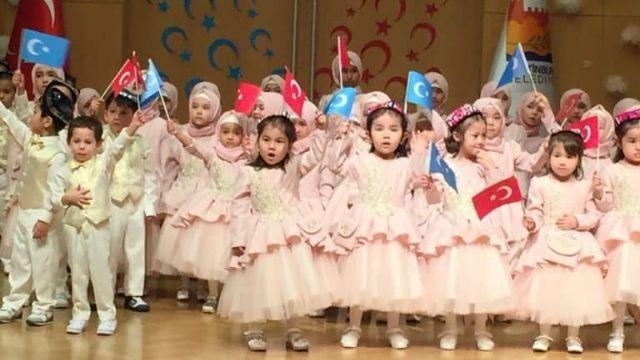Niños uigures, muchos de ellos huérfanos
