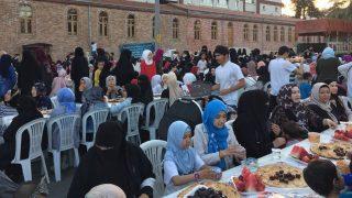 Tristes celebraciones del Iftar junto a los refugiados uigures en Estambul