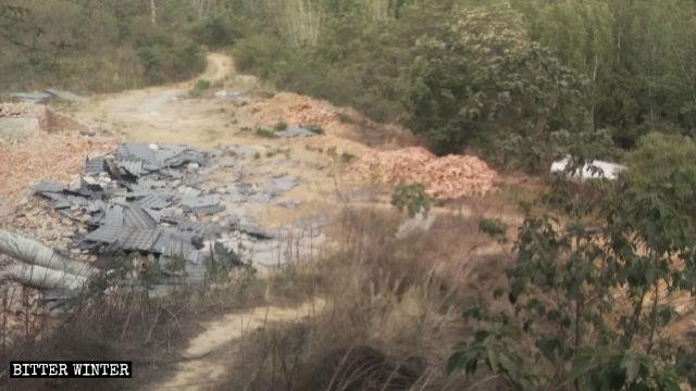 Un templo emplazado en la aldea de Chen'gou del poblado de Qiaolou fue arrasado hasta los cimientos.