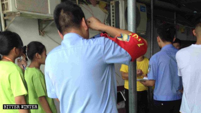 Funcionarios reprimieron las actividades de un campamento de verano perteneciente a una iglesia emplazada en la ciudad de Lushan de la provincia de Jiangxi.