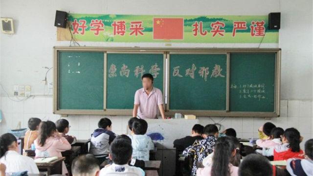 Reunión de un grupo de una escuela primaria acerca de la lucha en contra de las xie jiao.